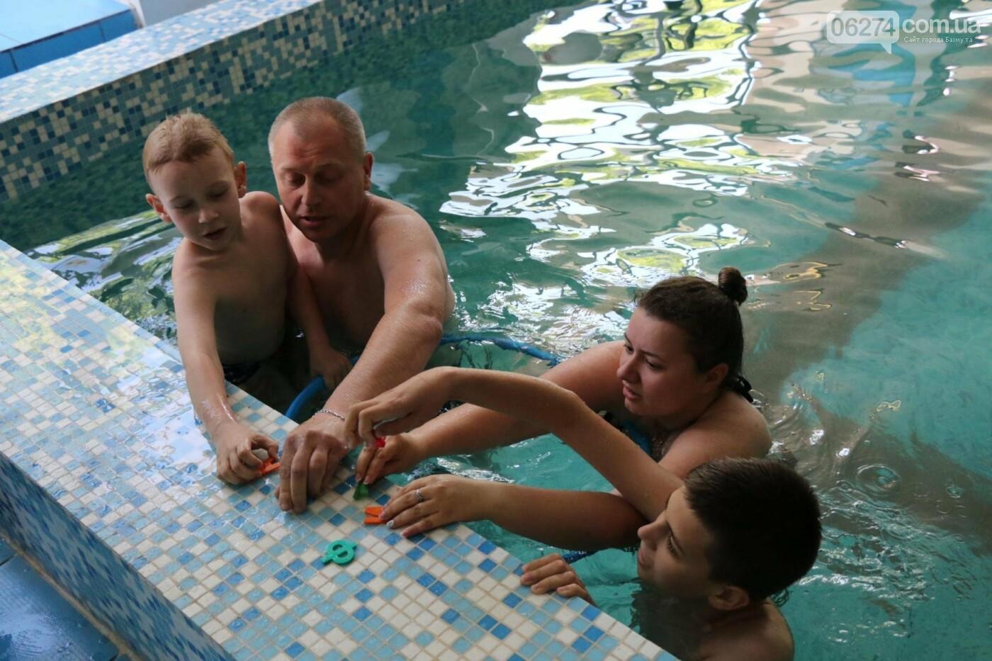 В Бахмуте ко Дню матери и Дню семьи провели семейный заплыв, фото-24