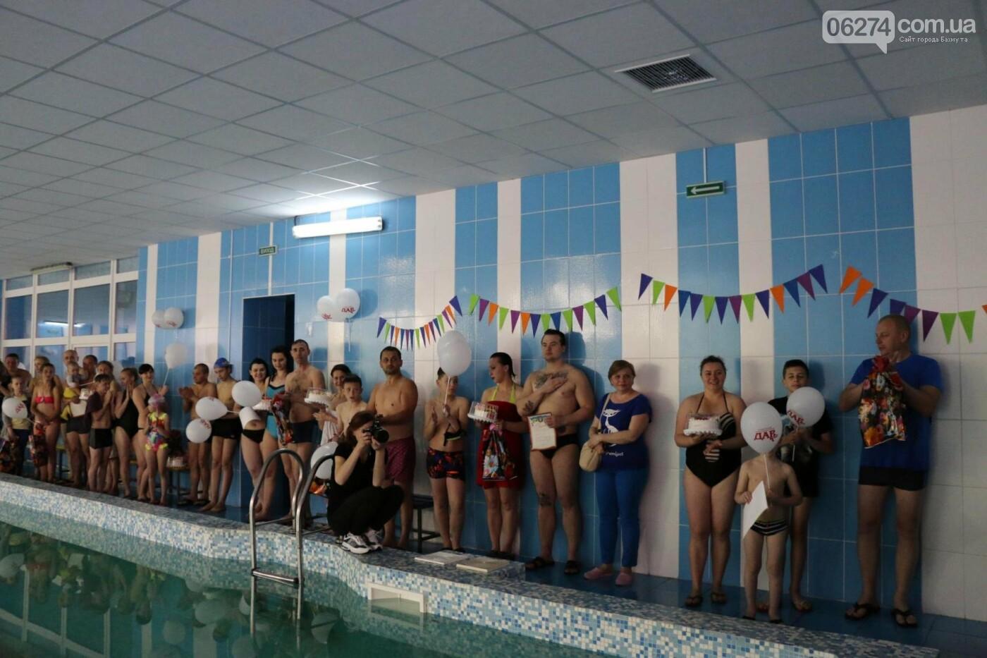 В Бахмуте ко Дню матери и Дню семьи провели семейный заплыв, фото-30