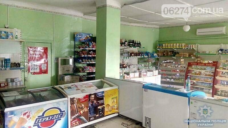 В Бахмутском районе человек в балаклаве совершил вооруженный налет на магазин, фото-2
