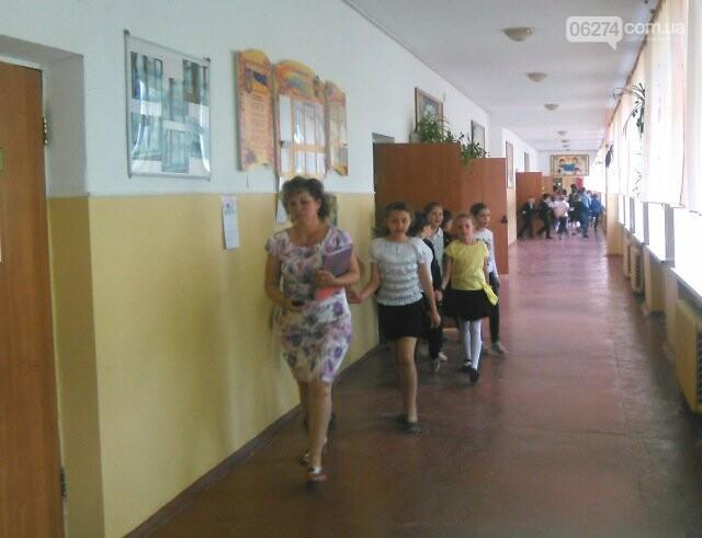 В Бахмутской ОШ №4 прошла учебная эвакуация, фото-1