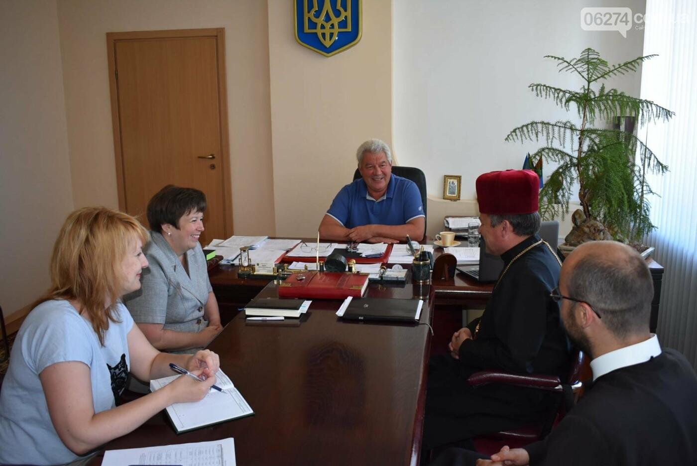 Бахмутский городской голова Алексей Рева встретился с представителями Международного благотворительного фонда «Каритас Украины», фото-1