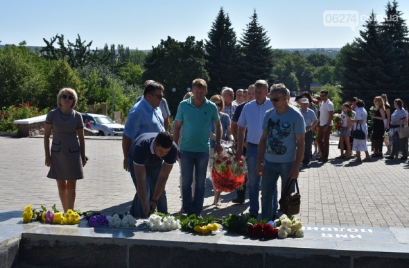В Бахмуте прошло возложение цветов по случаю Дня скорби и памяти жертв войны в Украине, фото-4