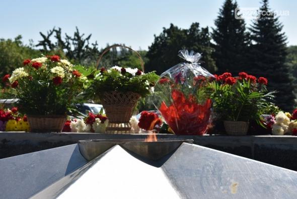 В Бахмуте прошло возложение цветов по случаю Дня скорби и памяти жертв войны в Украине, фото-7