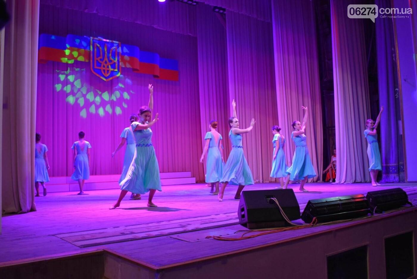 В Бахмуте прошло торжественное собрание по случаю Дня Конституции Украины, фото-10