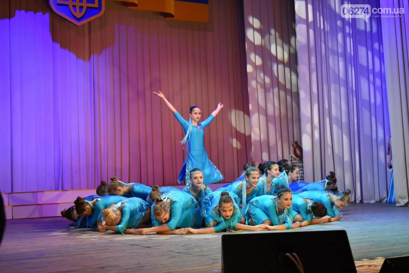 В Бахмуте прошло торжественное собрание по случаю Дня Конституции Украины, фото-7