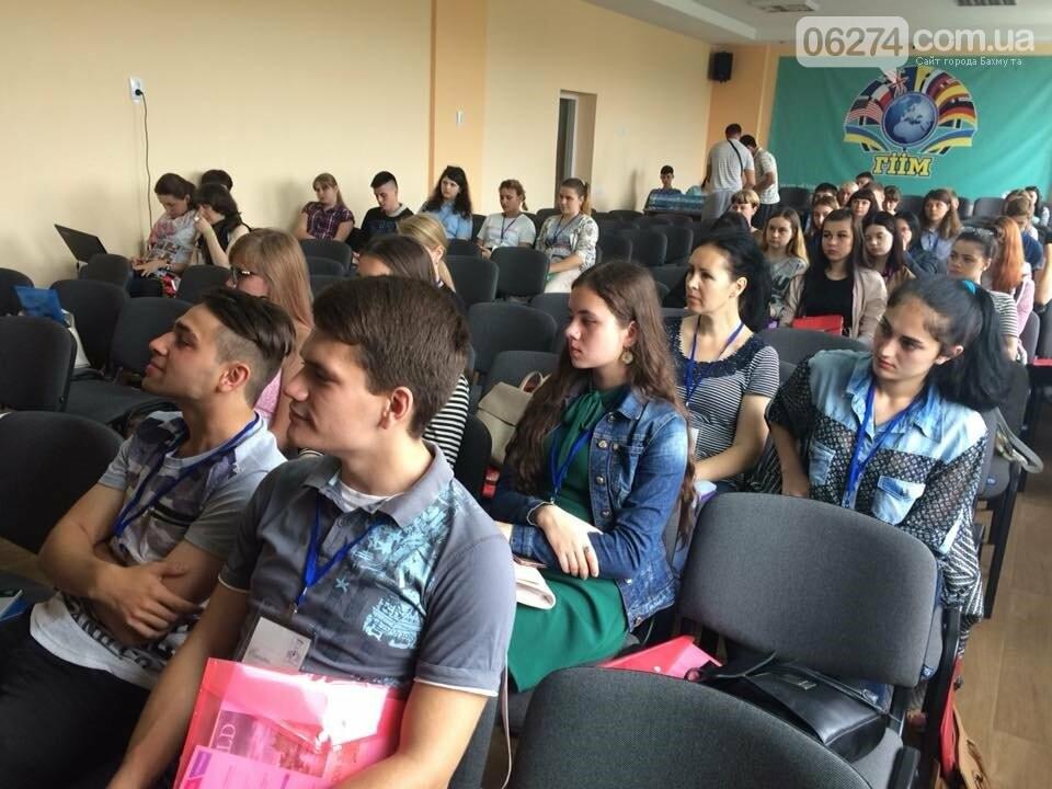 Бахмутские студенты почувствовали себя в роли президента и узнавали толерантность через искусство, фото-2