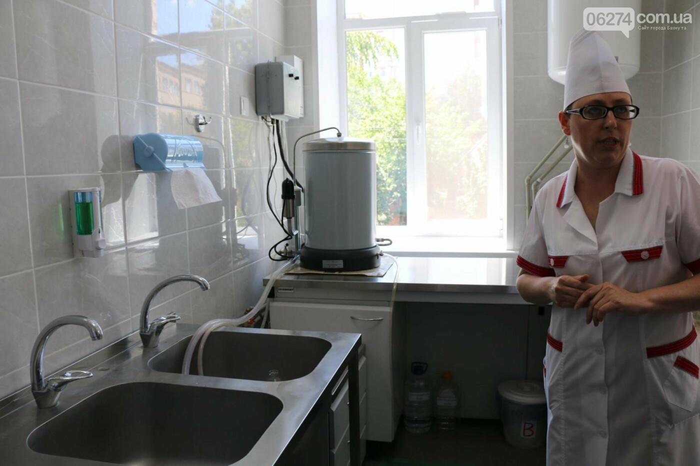 В Бахмуте презентовали современную бактериологическую лабораторию, фото-18