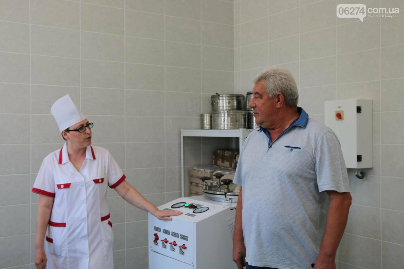 В Бахмуте презентовали современную бактериологическую лабораторию, фото-13