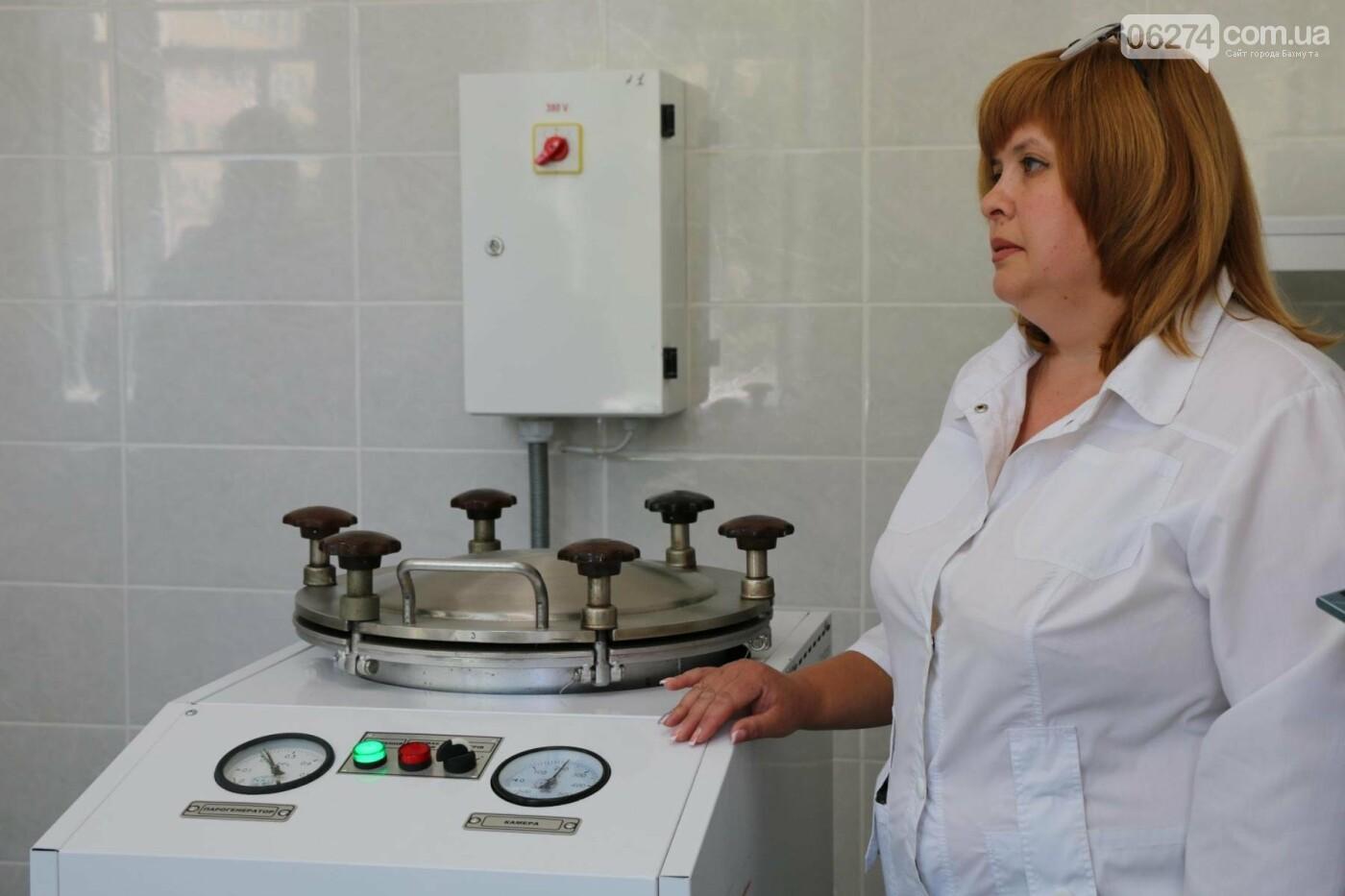 В Бахмуте презентовали современную бактериологическую лабораторию, фото-14