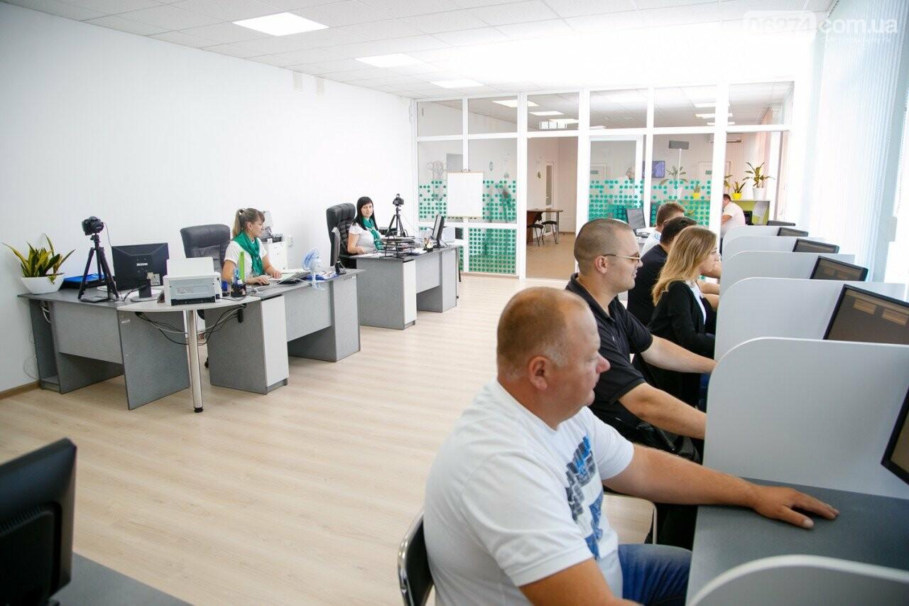 В Бахмуте открыли новый экзаменационный класс для сдачи экзаменов по ПДД, фото-1