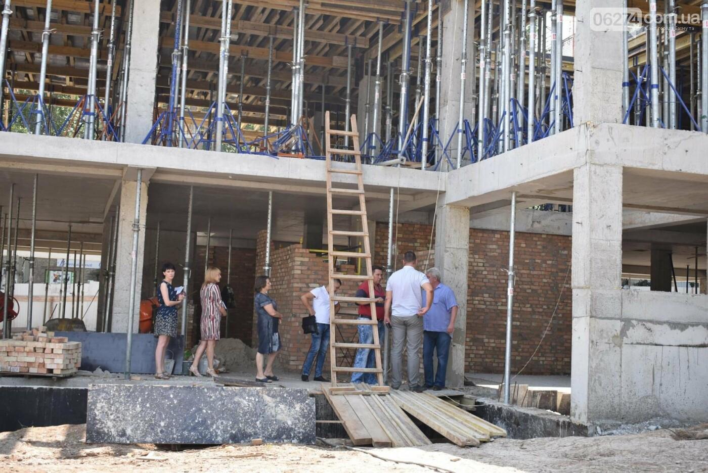 В Бахмуте активно ведутся работы на объектах инфраструктуры, фото-8