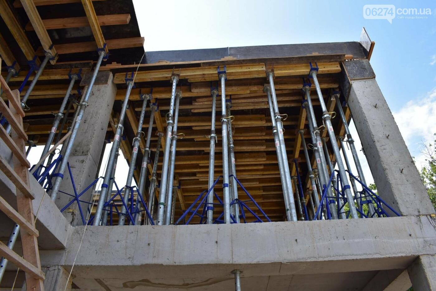 В Бахмуте активно ведутся работы на объектах инфраструктуры, фото-5