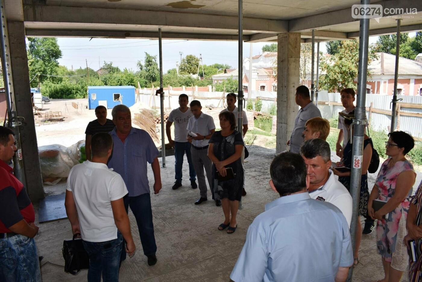 В Бахмуте активно ведутся работы на объектах инфраструктуры, фото-6