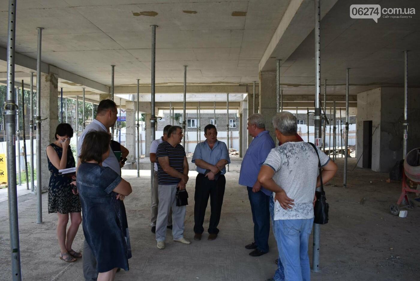 В Бахмуте активно ведутся работы на объектах инфраструктуры, фото-4