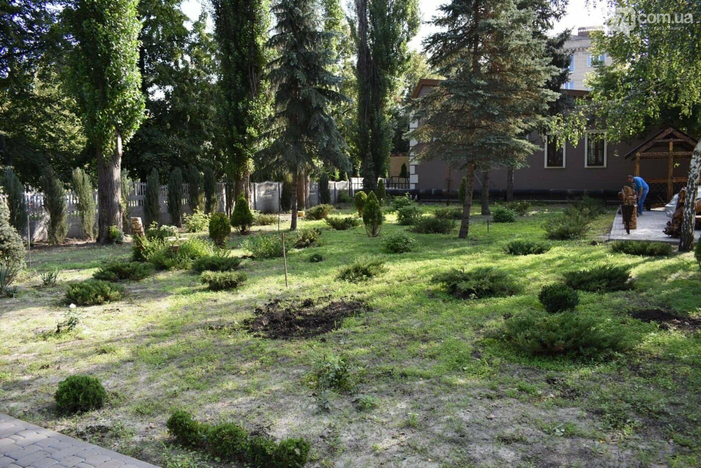 В Бахмуте продолжается реконструкция корпуса колледжа искусств имени Ивана Карабица, фото-2