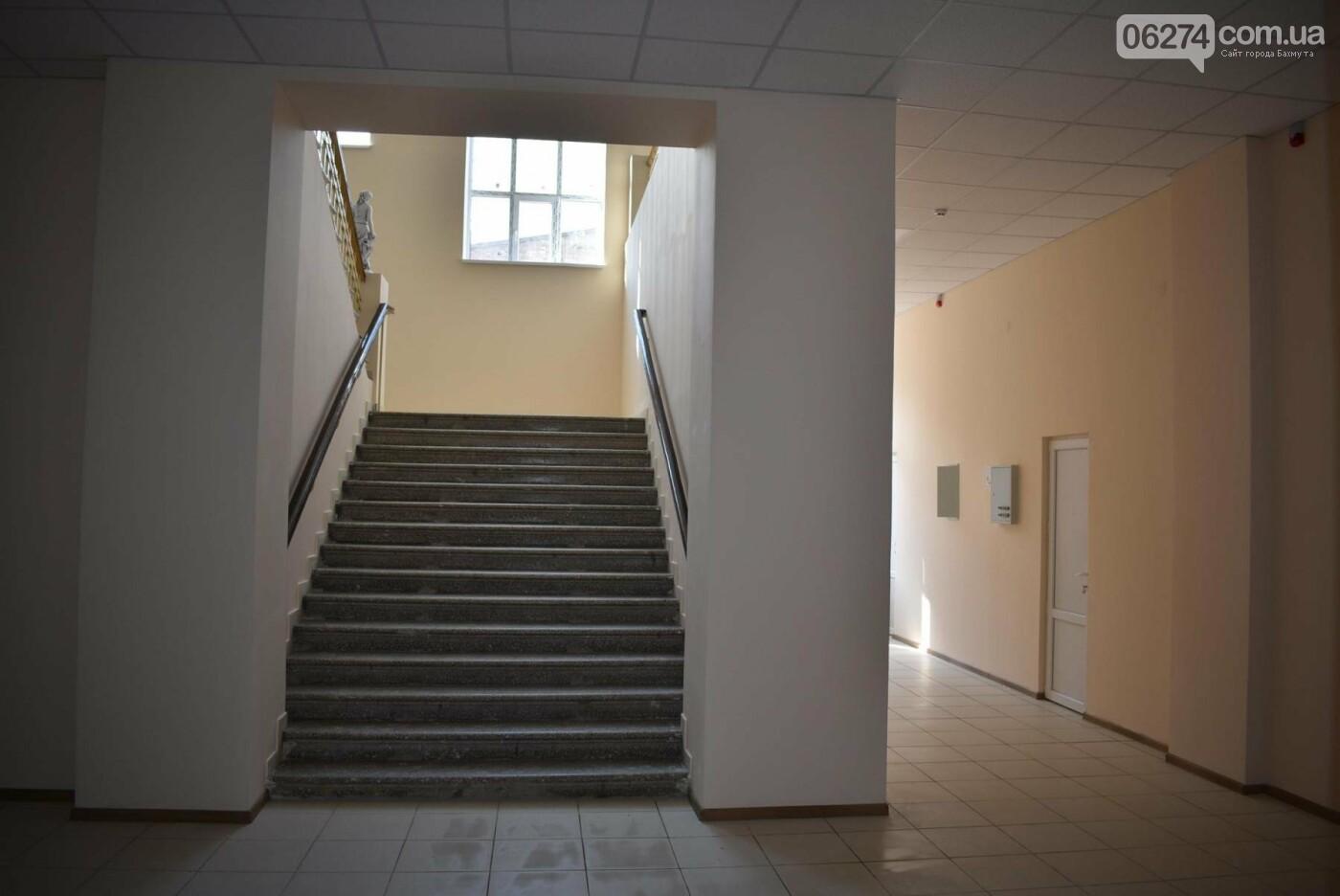 В Бахмуте продолжается реконструкция корпуса колледжа искусств имени Ивана Карабица, фото-7