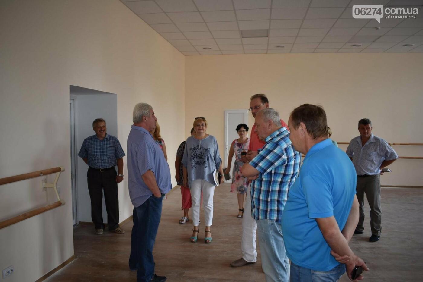 В Бахмуте продолжается реконструкция корпуса колледжа искусств имени Ивана Карабица, фото-6