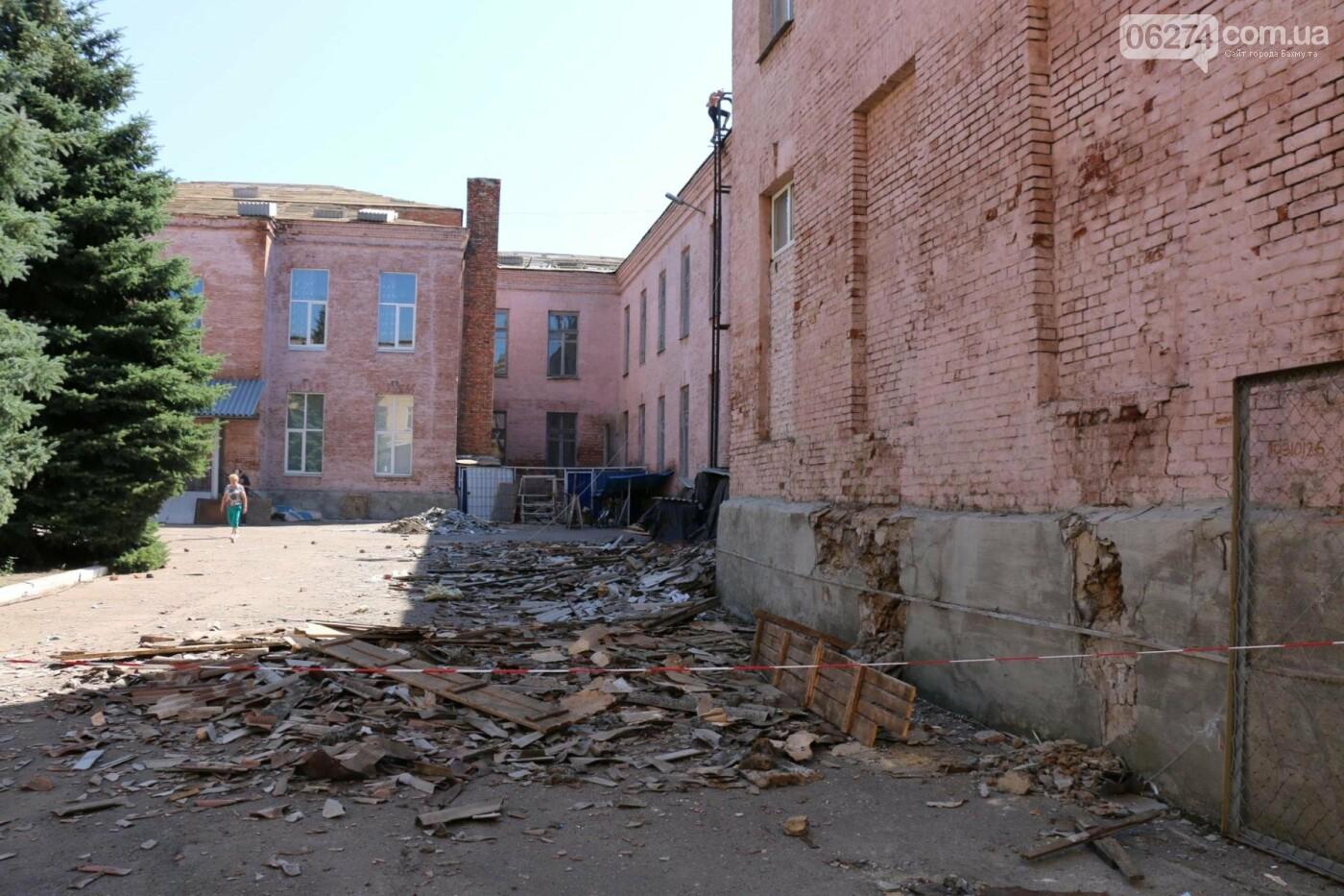В Бахмуте проходит реконструкция двух школ, фото-2