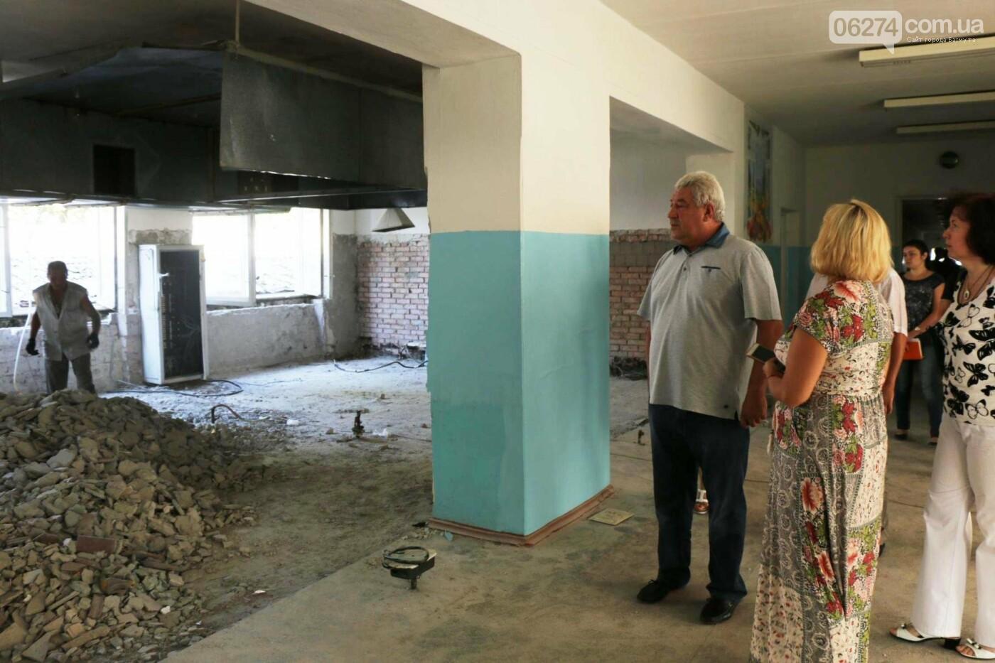 В Бахмуте проходит реконструкция двух школ, фото-4