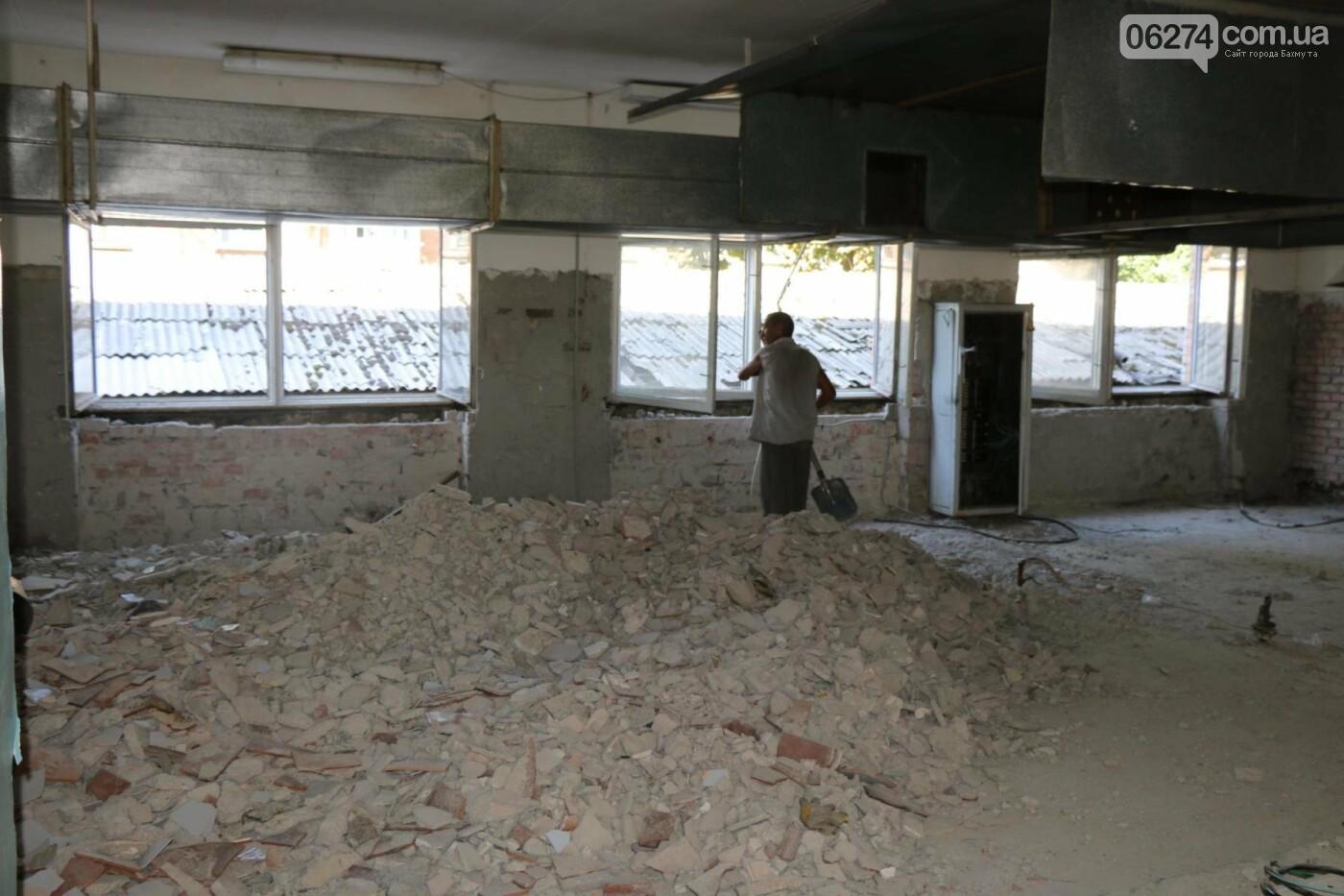 В Бахмуте проходит реконструкция двух школ, фото-6