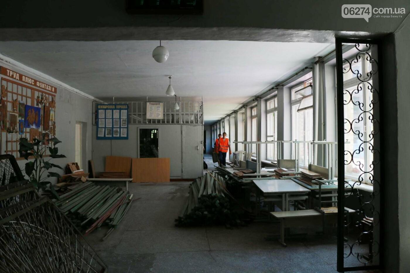 В Бахмуте проходит реконструкция двух школ, фото-10
