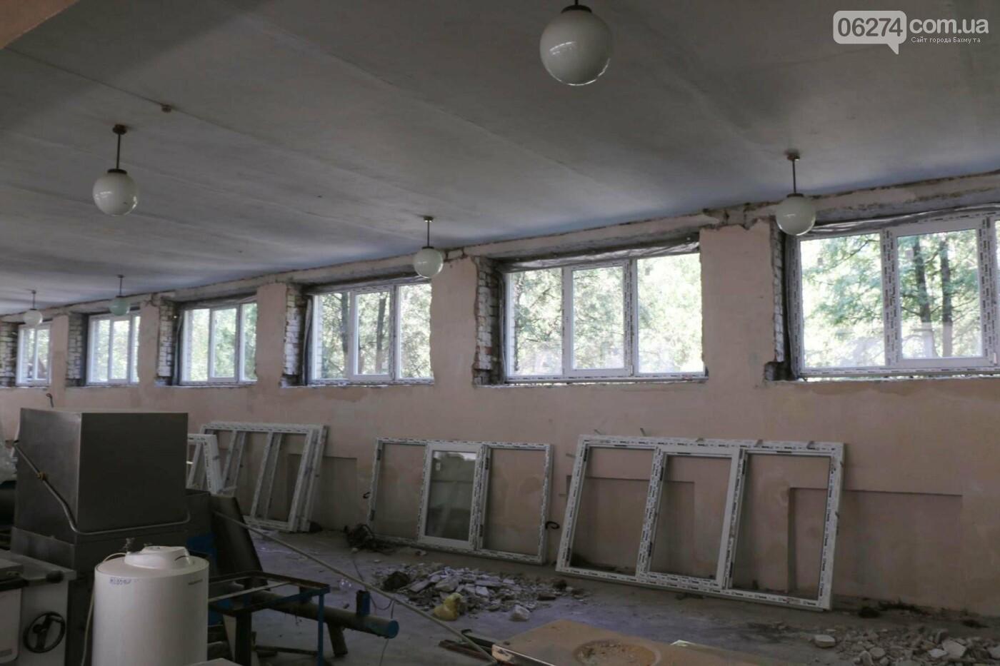 В Бахмуте проходит реконструкция двух школ, фото-11
