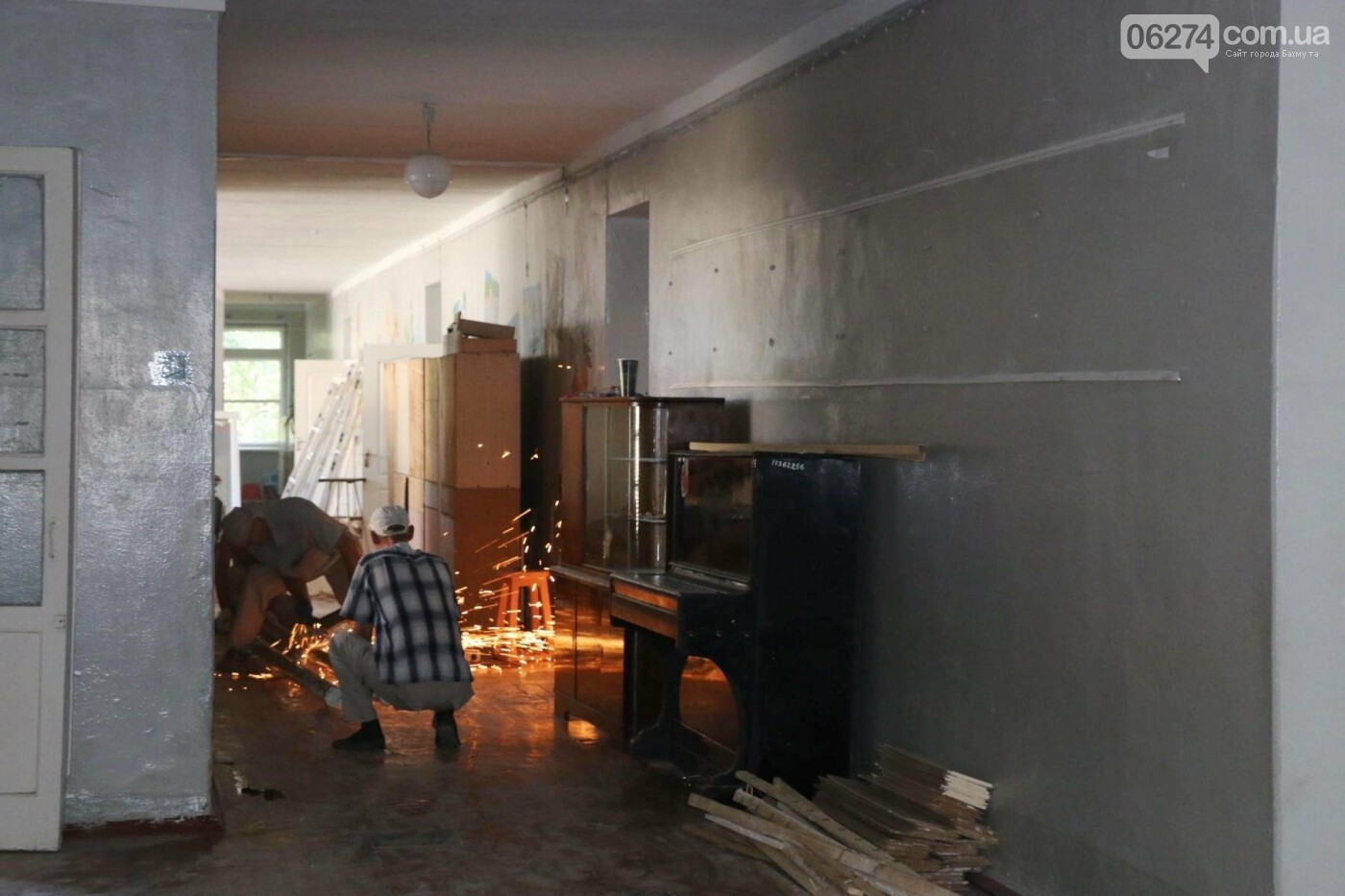 В Бахмуте проходит реконструкция двух школ, фото-12