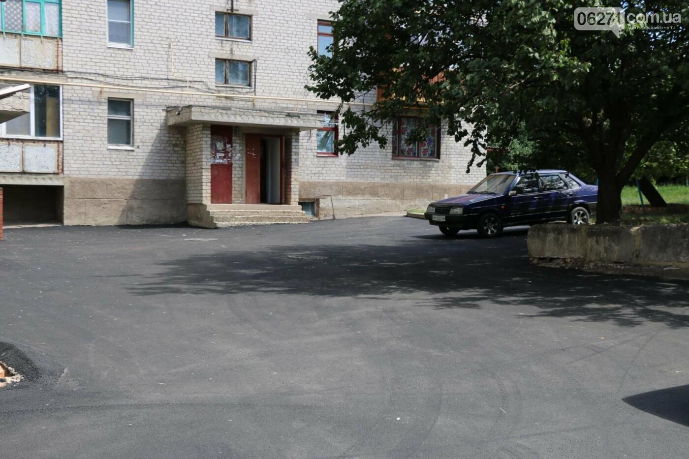 В Бахмуте капитально ремонтируют придомовые территории, фото-3