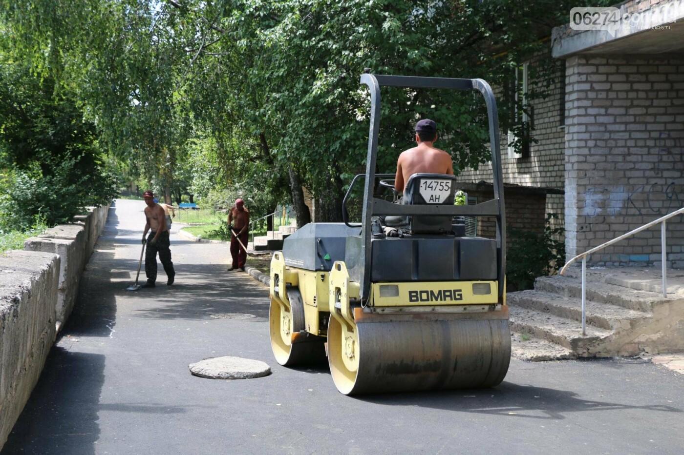 В Бахмуте капитально ремонтируют придомовые территории, фото-2