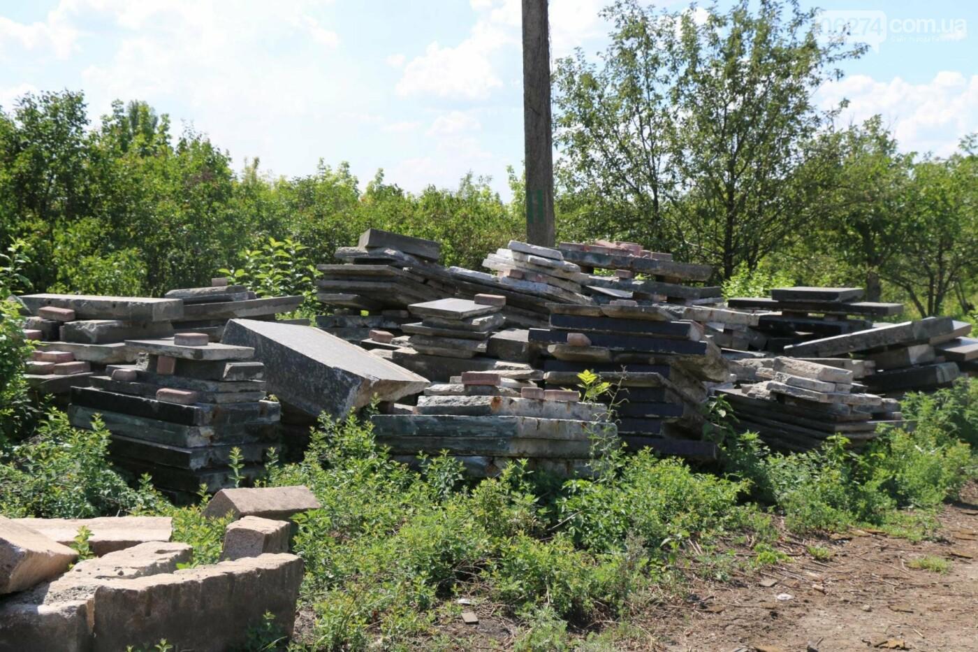Нашлись мраморные плиты с «декоммунизированных» памятников в Бахмуте, фото-2