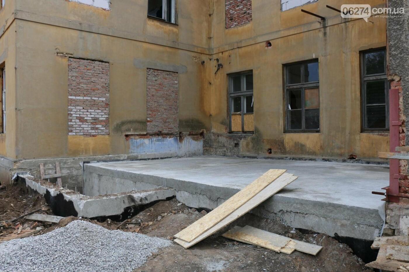 В Бахмуте продолжается реконструкция спортивных объектов, фото-7