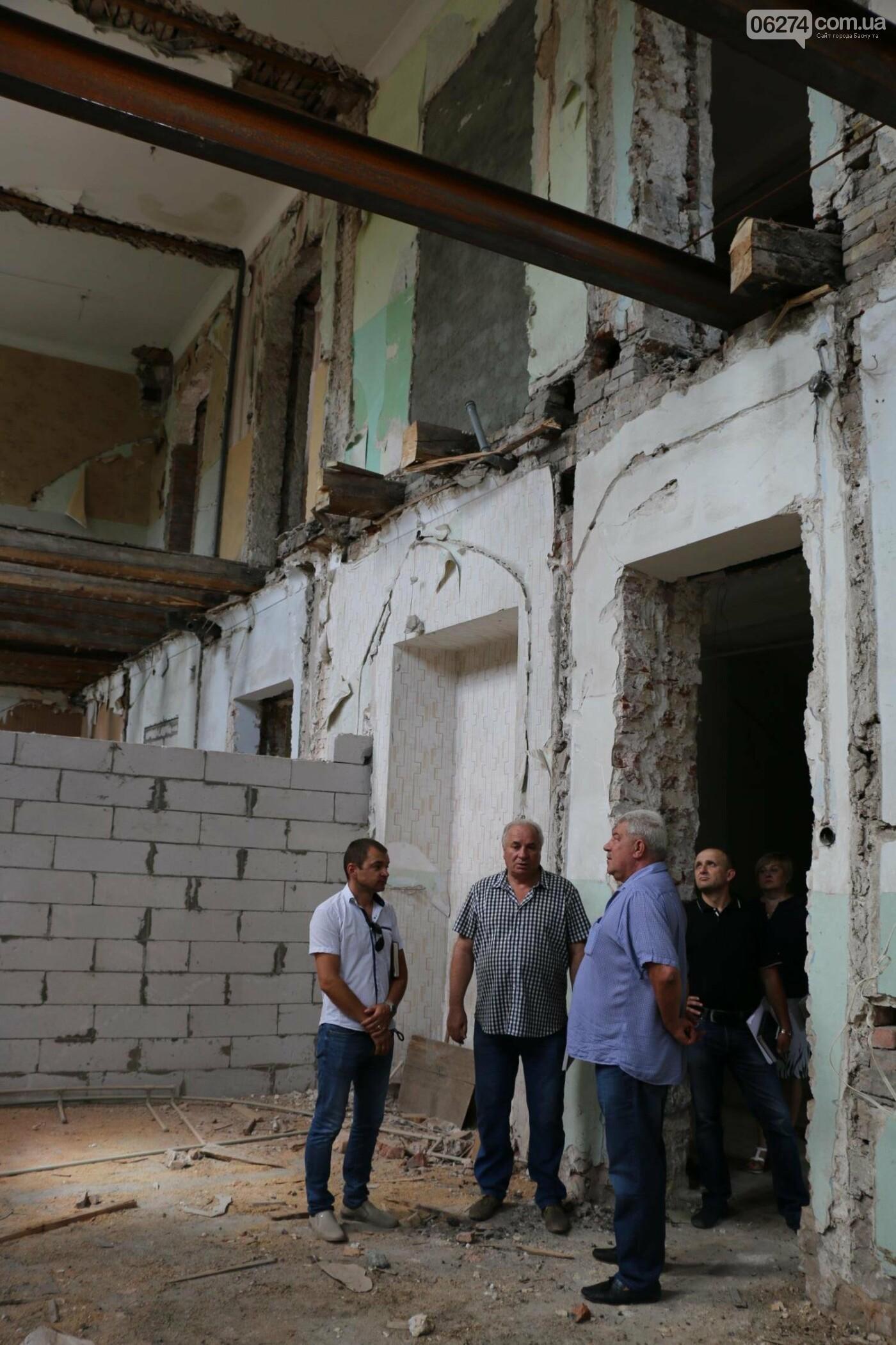В Бахмуте продолжается реконструкция спортивных объектов, фото-16