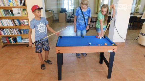 Хоккей, теннис, бильярд и футбол … в бахмутской библиотеке, фото-1