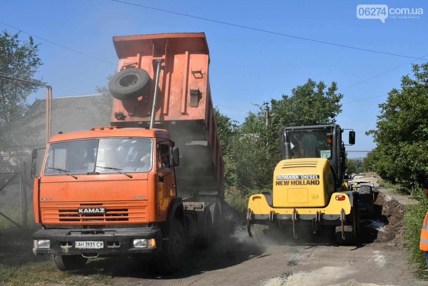 В Бахмуте продолжаются дорожные работы, фото-5