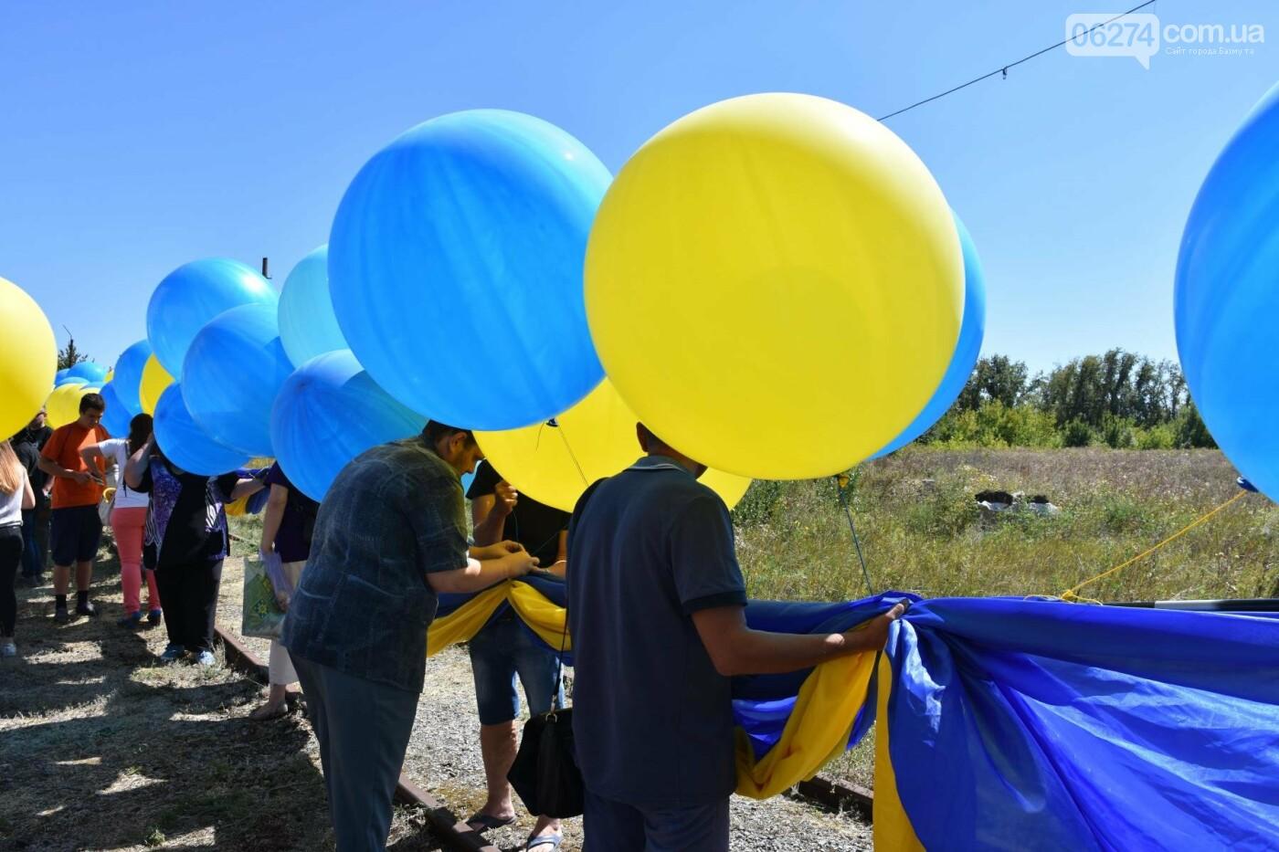 Бахмутчанка сшила флаг Украины для жителей оккупированных территорий, фото-1