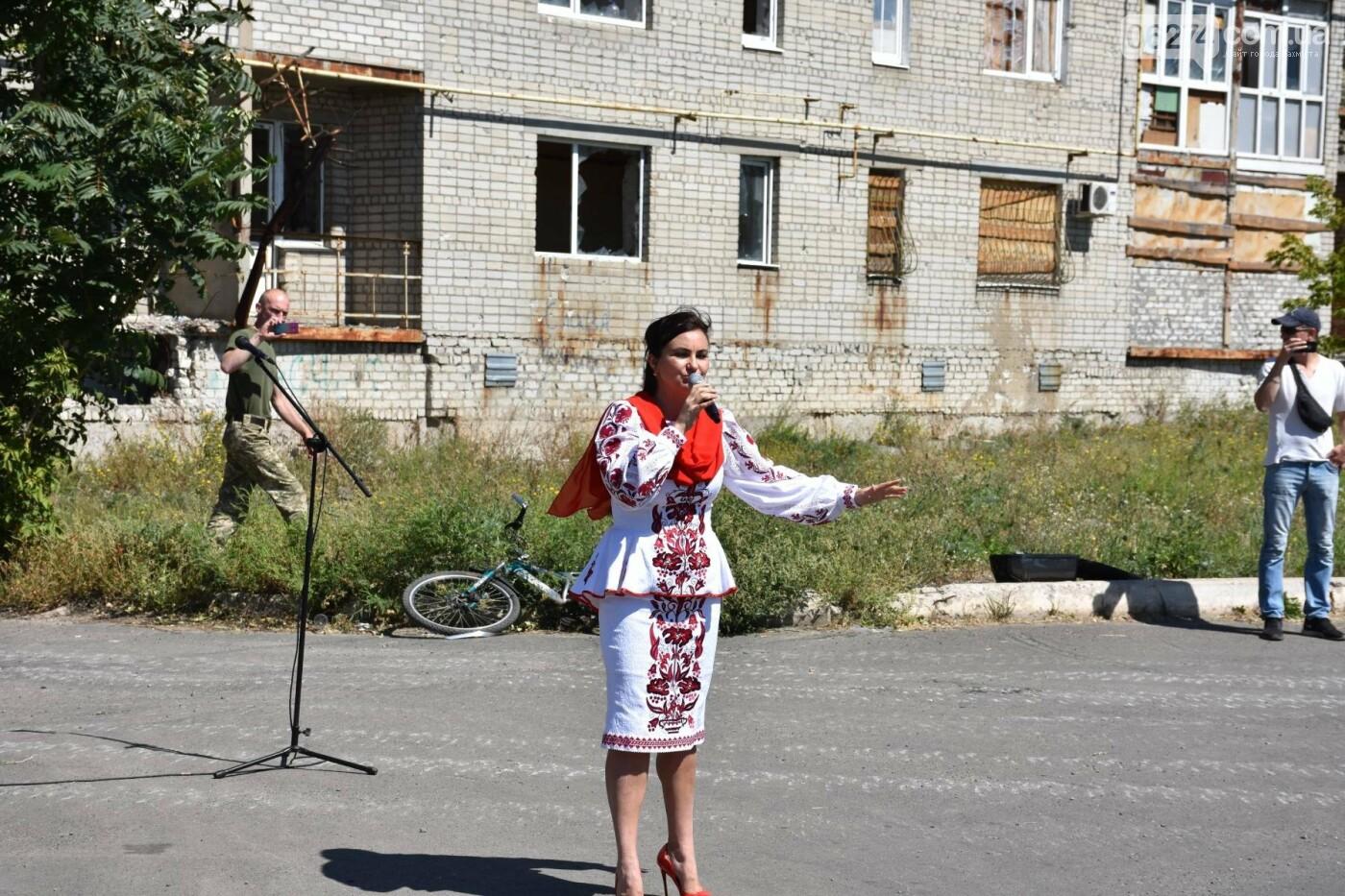 Бахмутчанка сшила флаг Украины для жителей оккупированных территорий, фото-9