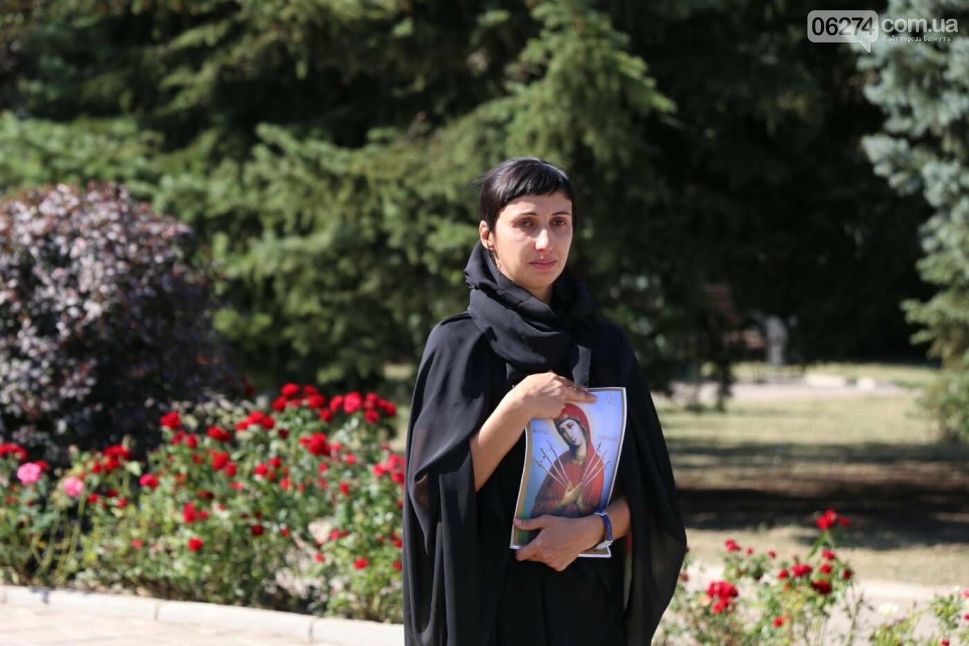 В Бахмуте почтили память жертв Иловайской трагедии, фото-15