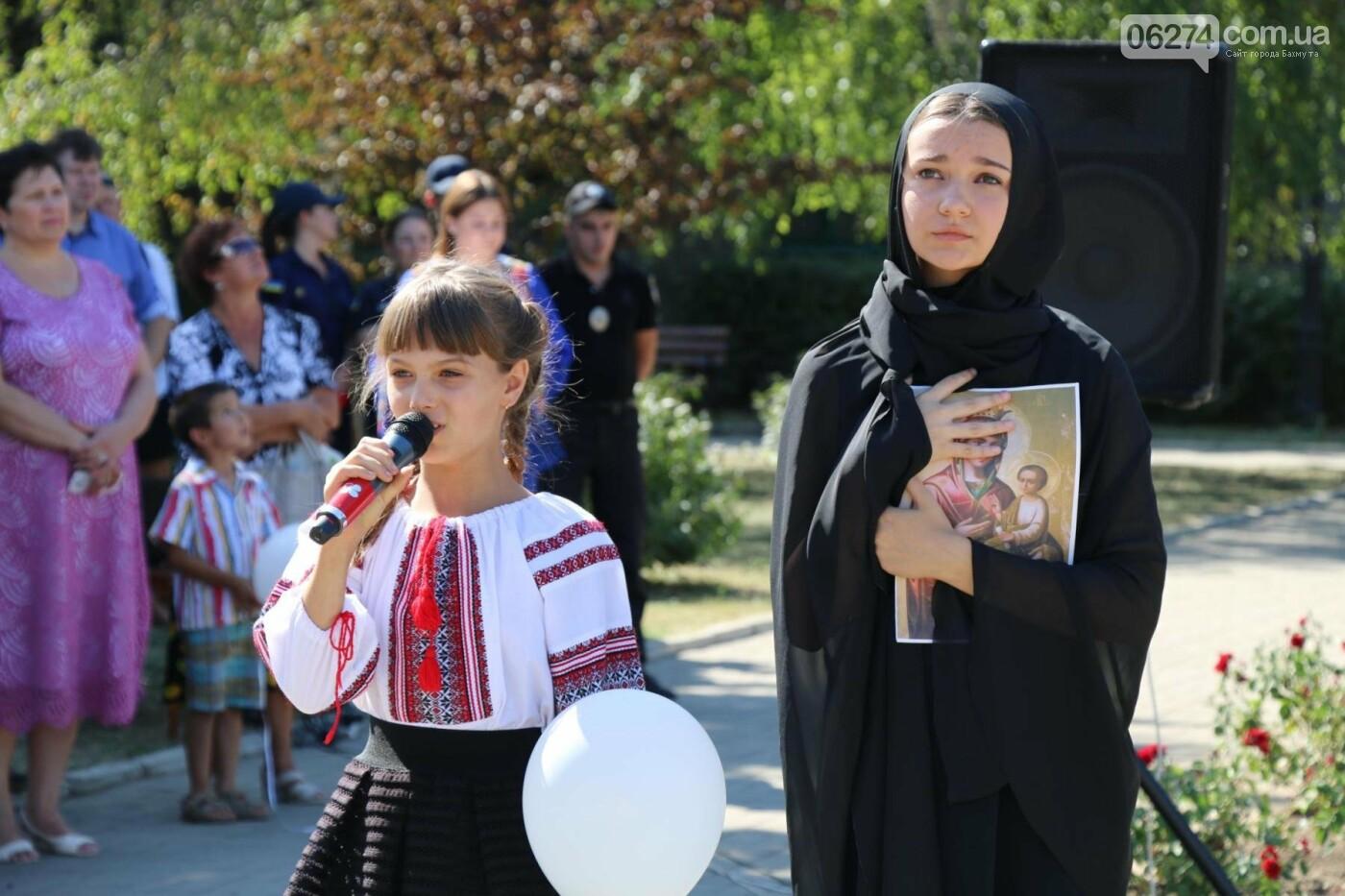 В Бахмуте почтили память жертв Иловайской трагедии, фото-17