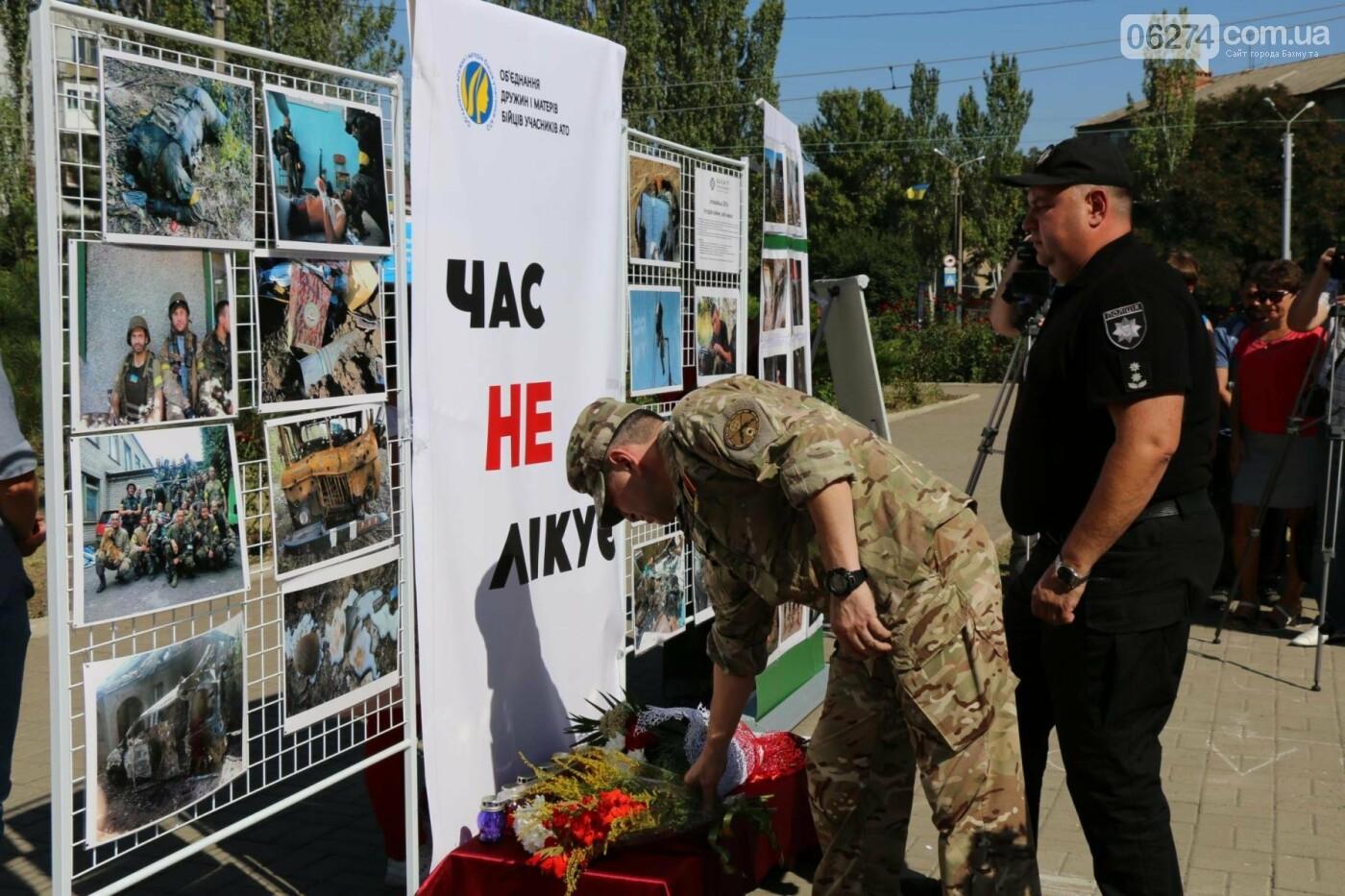 В Бахмуте почтили память жертв Иловайской трагедии, фото-21