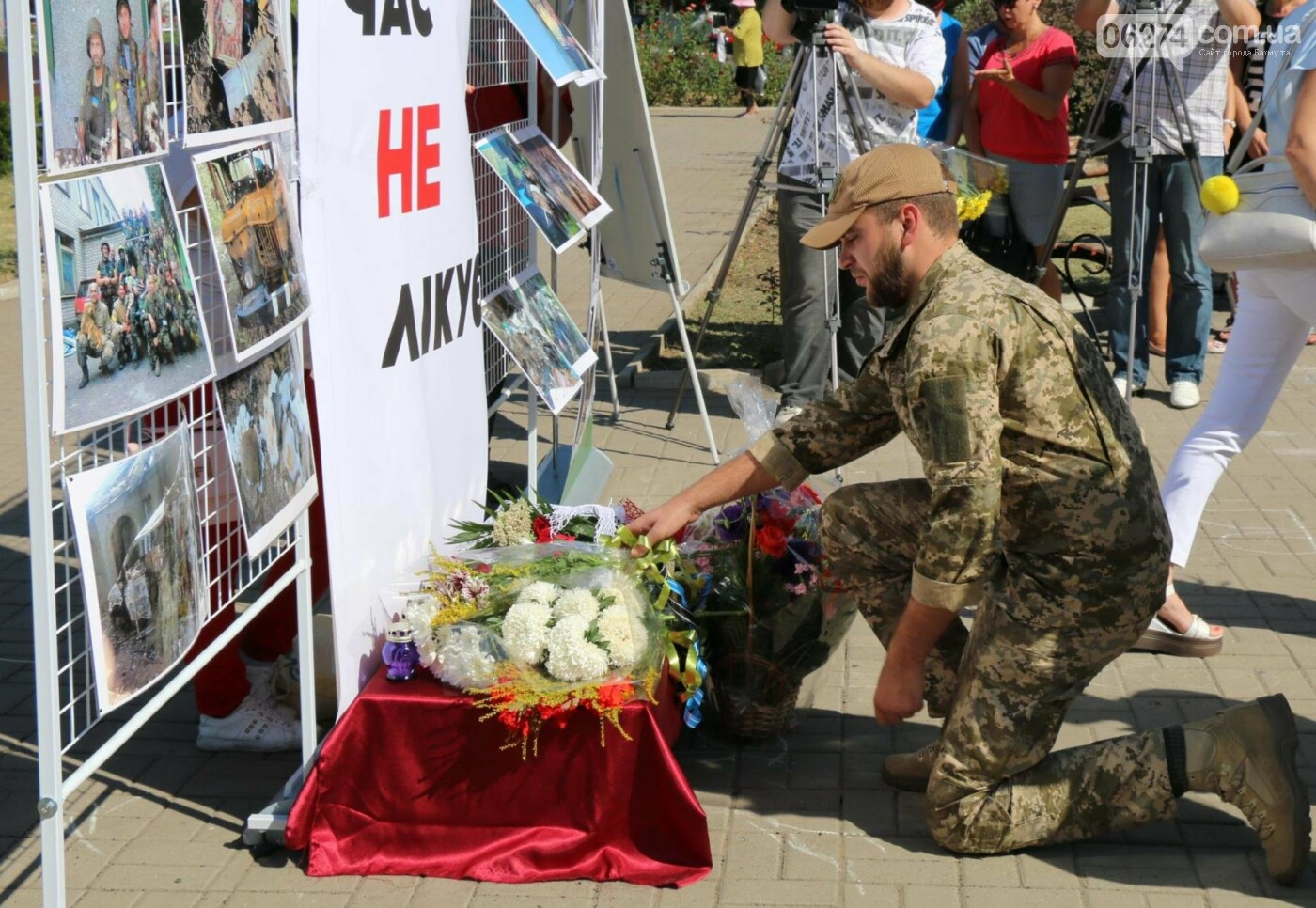 В Бахмуте почтили память жертв Иловайской трагедии, фото-18