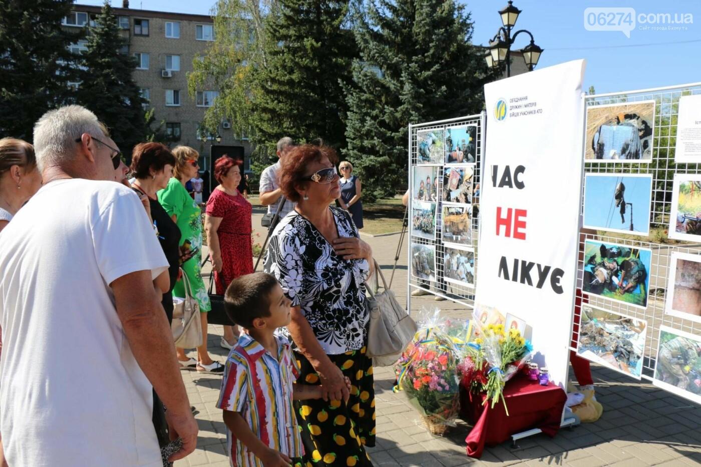 В Бахмуте почтили память жертв Иловайской трагедии, фото-23