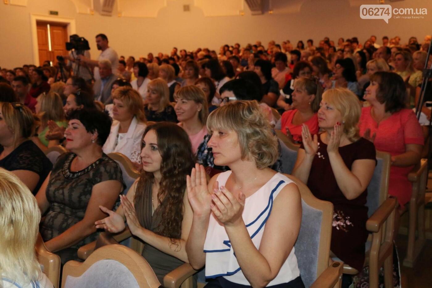 В Бахмуте состоялась августовская педагогическая конференция «Нова українська школа: освіта для життя», фото-2