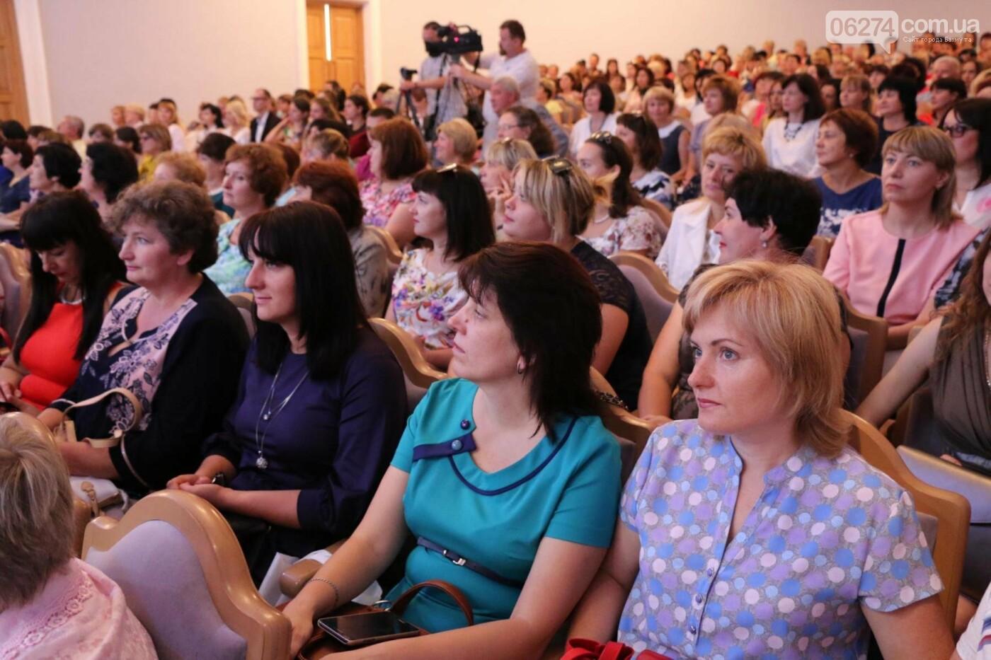 В Бахмуте состоялась августовская педагогическая конференция «Нова українська школа: освіта для життя», фото-23
