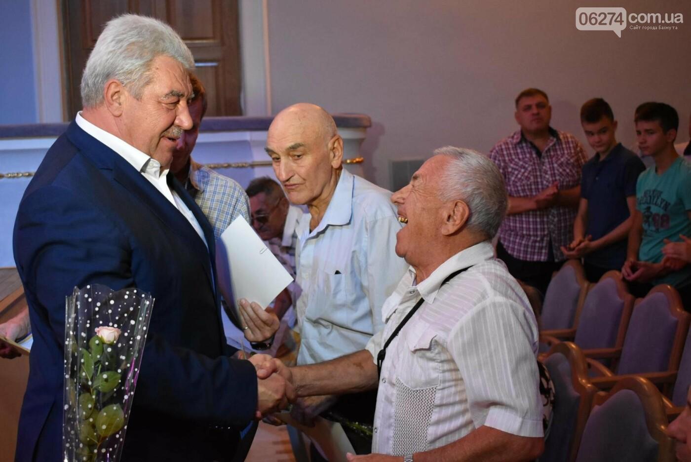 В Бахмуте поздравили работников физической культуры и спорта, фото-6
