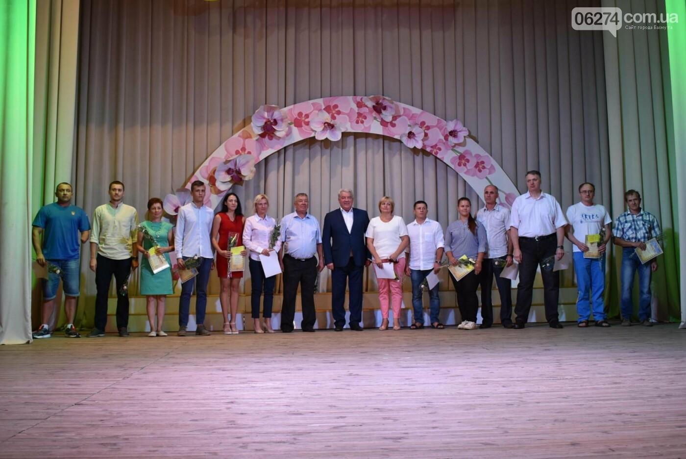 В Бахмуте поздравили работников физической культуры и спорта, фото-8