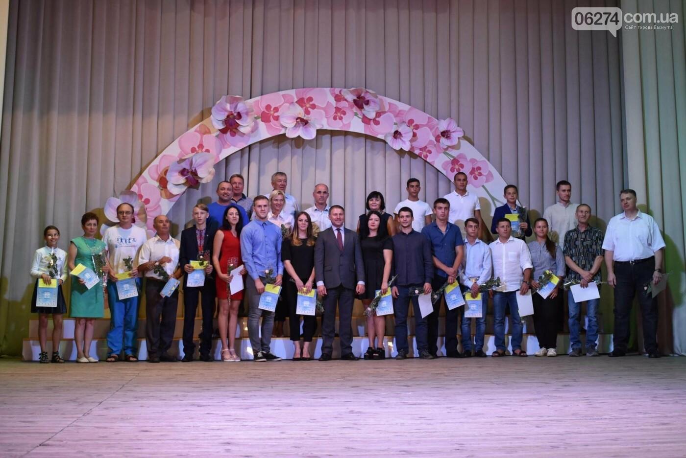В Бахмуте поздравили работников физической культуры и спорта, фото-18