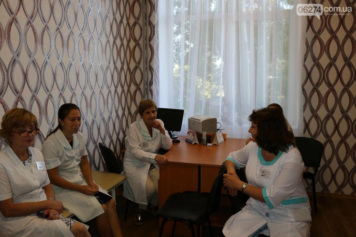 В Бахмуте открыли обновленную амбулаторию, фото-17