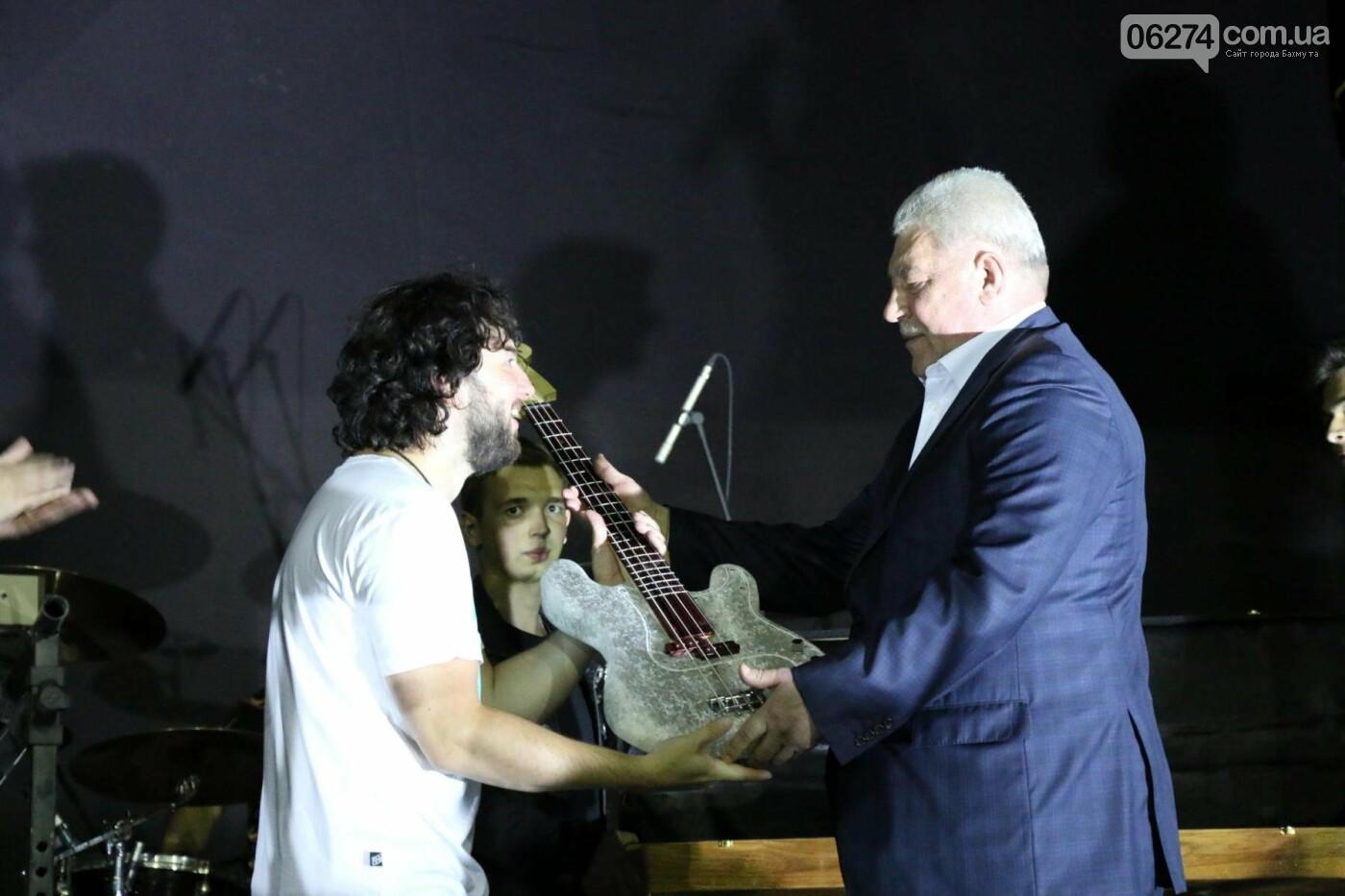 Ярким концертом завершился День города в Бахмуте (ФОТО), фото-29