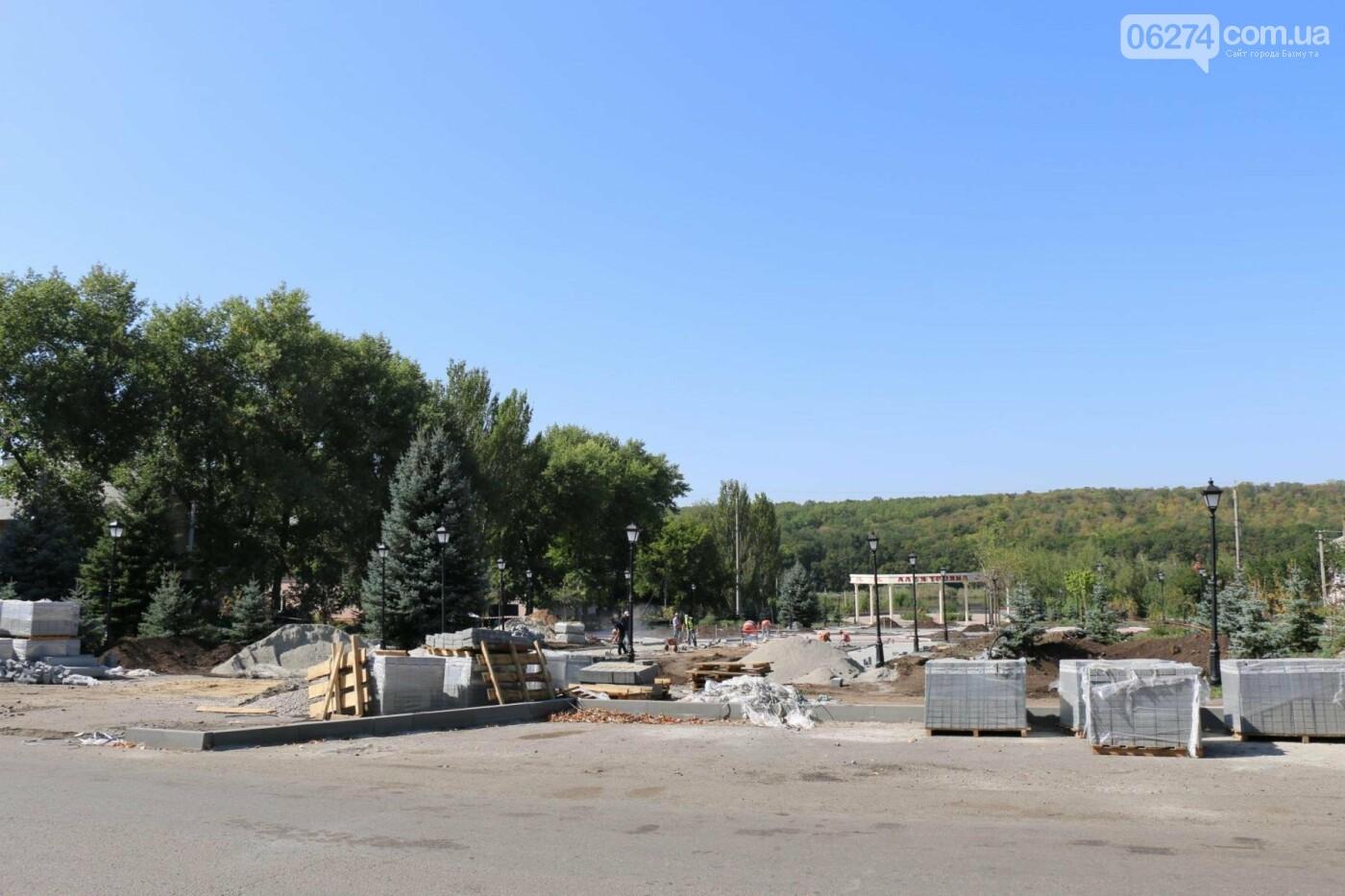 В Бахмуте продолжается реконструкция бульвара Металлургов, фото-1