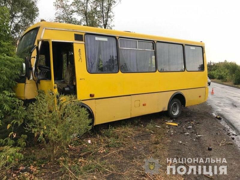 По дороге в Бахмут водитель «Шкоды» спровоцировал ДТП: есть пострадавшие, фото-1